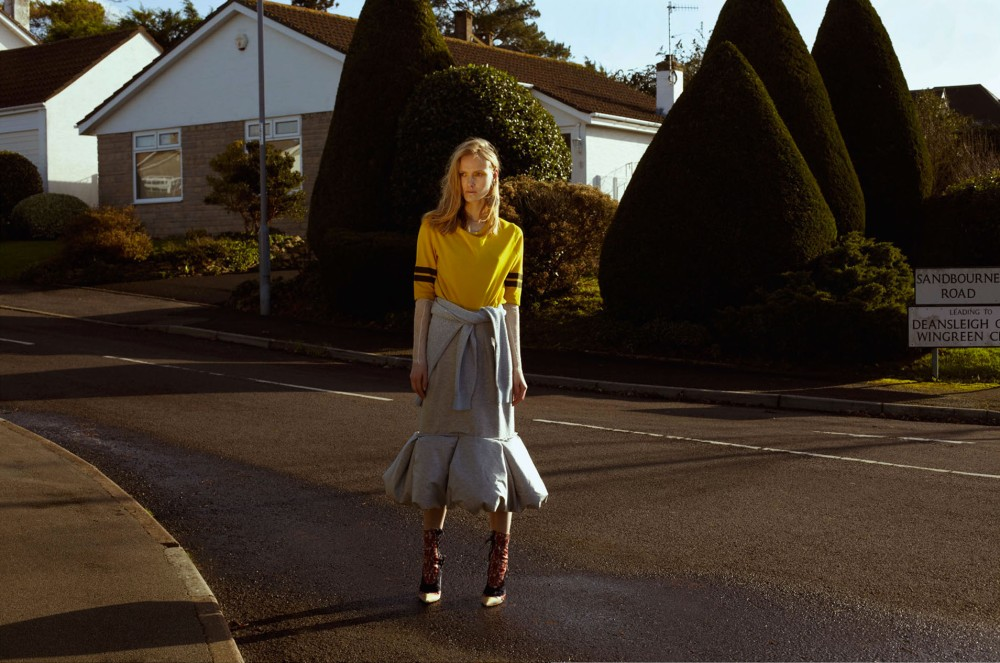 Iain-Mckell-Suburban-Girl-Flair-Germany_Page_02